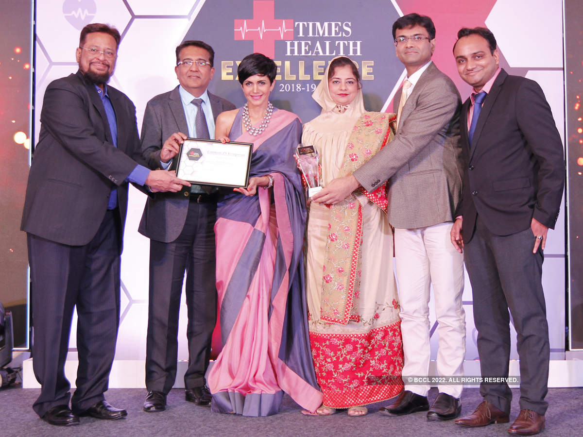 Mandira Bedi presented The Times Health Excellence In Service In Multispeciality Hospital to Saifee Hospital (centre) Tasneem Fidvi, Assistant Director Administration, along with her team
