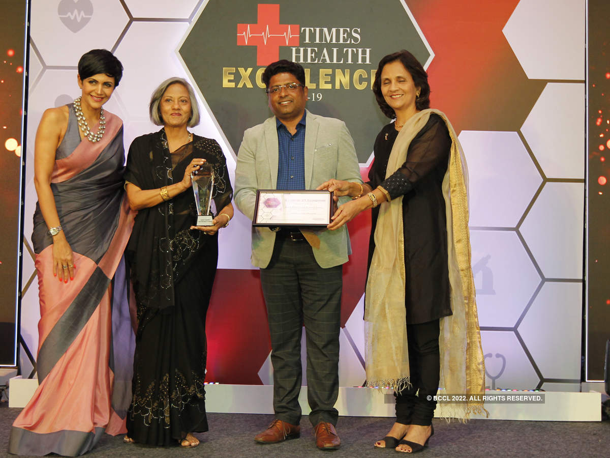 Mandira Bedi (left) presented The Times Health Excellence In Service In Multispeciality Hospital to Jaslok Hospital & Research Centre (from left) Kanta Masand, Chairperson, George Alex, COO & CMO and Dr Lalita Delima, Director, Medical Services.