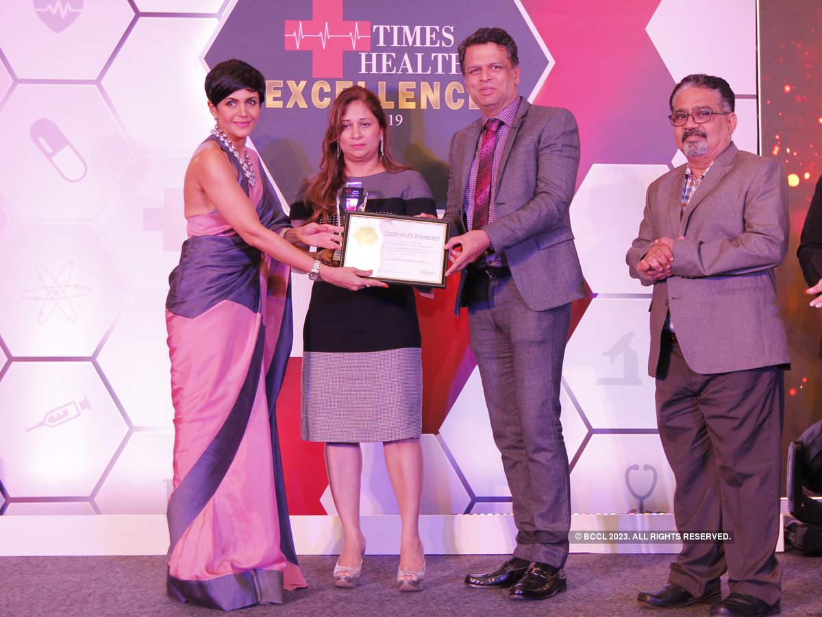 Mandira Bedi (left) presented The Times Health Excellence In Service In Multispeciality Hospital to Criticare Hospital (L-R) Masumma Namjoshi and Dr Deepak Namjoshi.