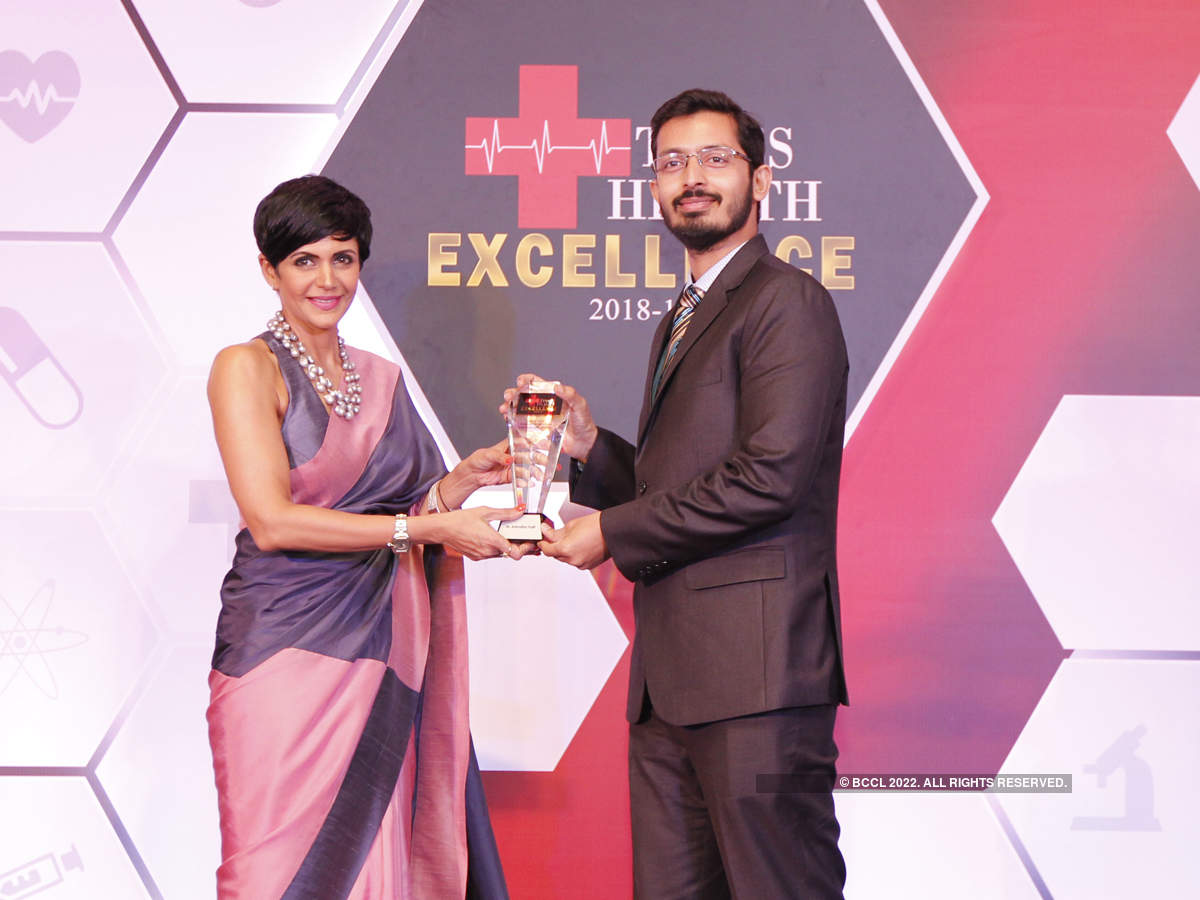 Mandira Bedi (L) presented The Times Health Excellence in Trans-Oral (Scarless) Thyroid Surgery to Dr Anirudha Patil (R).