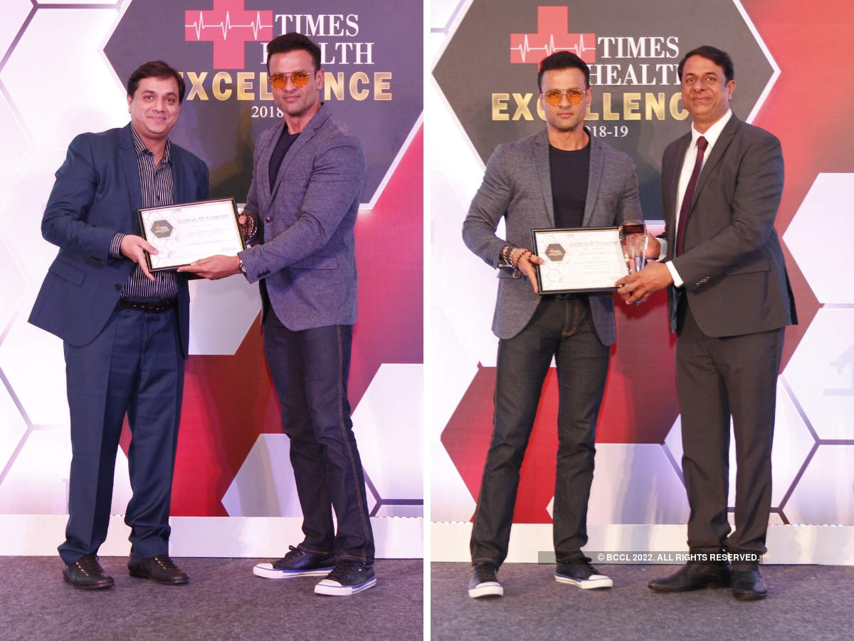 Rohit Roy presented The Times Health Excellence In Service in Cosmetic and Plastic Surgery to Dr Viral Desai, Founder & Medical Director, DHI clinic, and an award in Alternative Medicines to Vision Eye Yoga (Viram Agrawal).