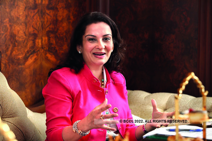 Minal Vazirani said that the role of an auction house is to provide a public marketplace.