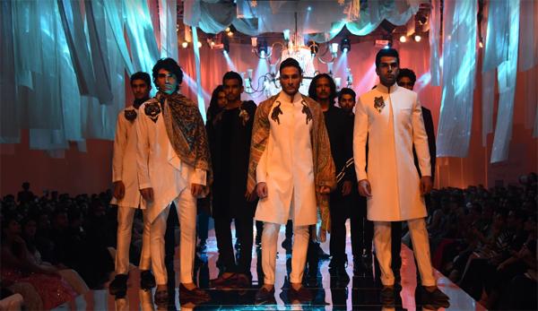 Lakme Fashion Week Manish Malhotra Why Shouldn T Men Also Chase Glamour And Sumptuousness Asks Veteran Designer Manish Malhotra