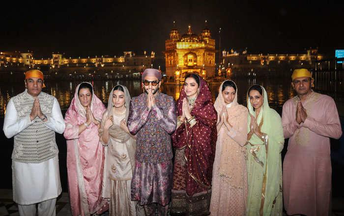 (L-R) It was a family affair at Golden temple as Jagjit Singh Bhavnani, Anju Bhavnani, Ritika Bhavnani, Ranveer Singh, Deepika Padukone, Anisha Padukone, Ujjala Padukone and Prakash Padukone pose for the shutterbugs.