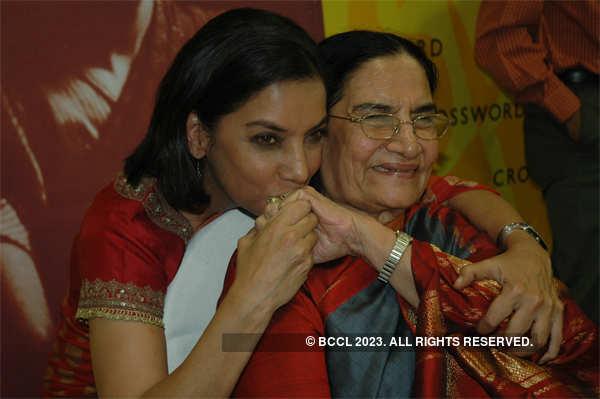2006 file photo: Shabana with mum Shaukat Azmi at an event.