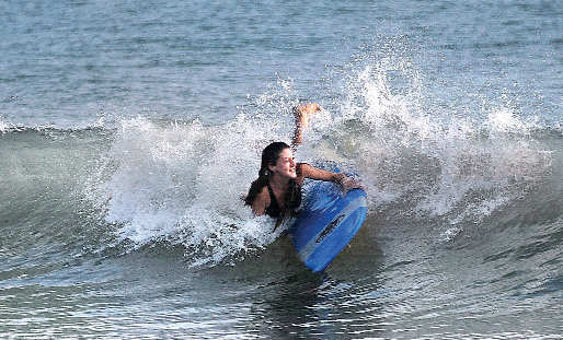 Kovalam has amazing surfing instruction centres that can be sure way to learn a sport and stay fit.