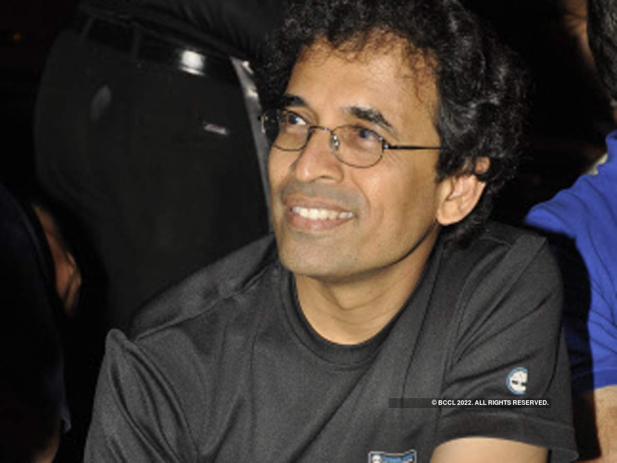 Bhogle took a strong stand against Manjrekar and clarified that playing experience cannot be a limitation to learning.