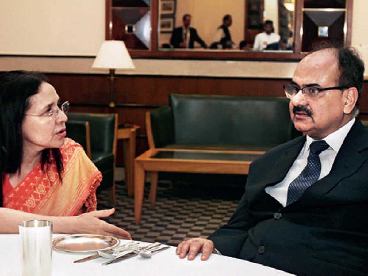 Zarin Daruwala and Ajay Bhushan Pandey feasting on some yummy food.