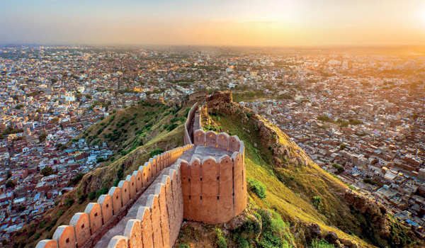 ​Nahargarh offers an amazing hiking experience where hikers can explore the historical fort of Jaipur​.
