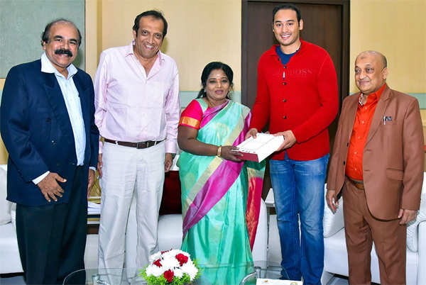 ​Mohammed Asaduddin (2nd r), cricketer son of Mohammed Azharuddin along with tennis star Sania Mirza's father Imran meets Telangana Governor Tamilisai Soundararajan​ to invite her for his wedding.​