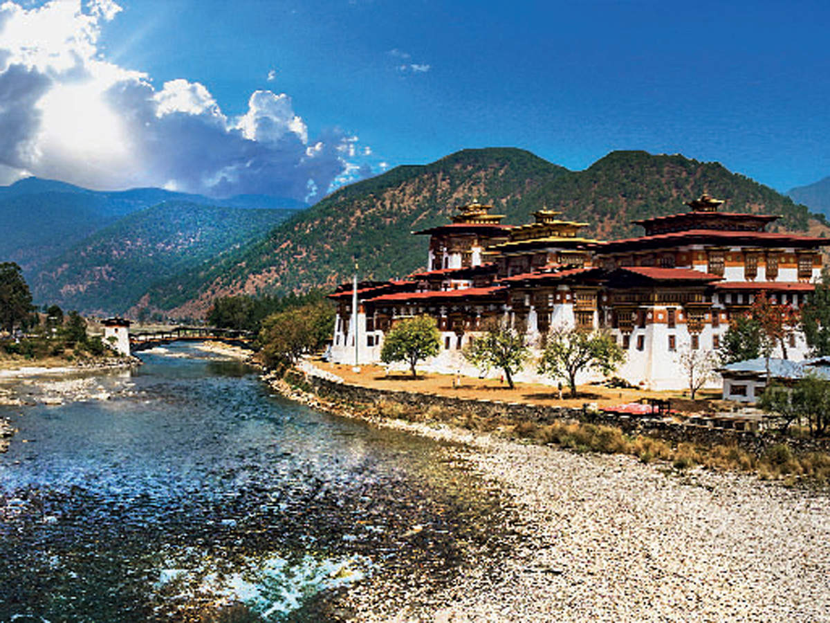 Renowned as the second oldest and largest Dzong of Bhutan with more than 300 years' history, The Punakha Dzong, stands at the confluence of Mochhu River and Pochhu River.