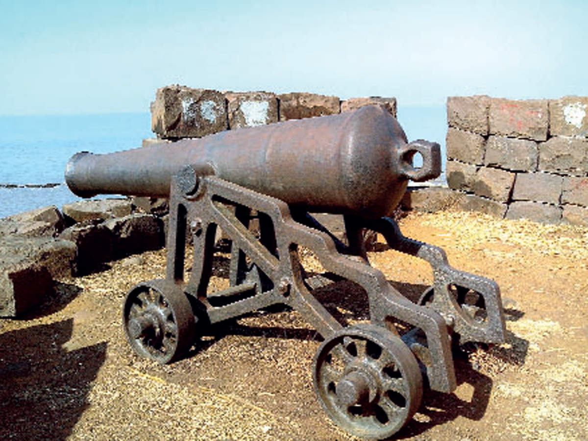 The Arnala Fort was used by the Portuguese as a major naval depot till it fell to the Marathas during a surprise attack by them in 1739.