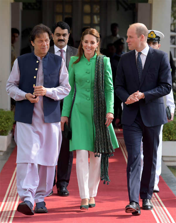 ​Prince William, Duke of Cambridge (r) and Catherine, Duchess of Cambridge with the Prime Minister of Pakistan, Imran Khan at his official residence in Islamabad, Pakistan.
