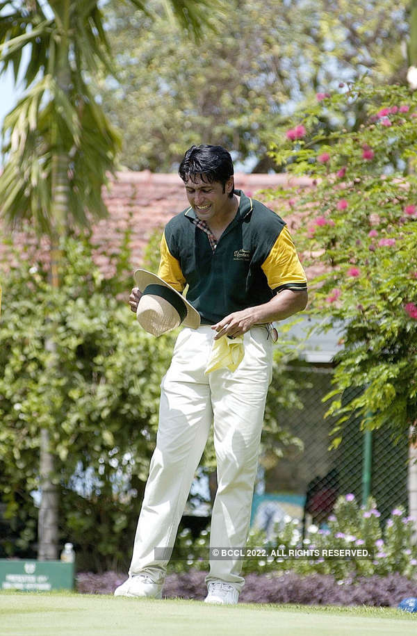 ​Cricketer Salil Ankola at McDowell Signature Celebrity tournament at United Services Club in Mumbai on June 6, 2004.​