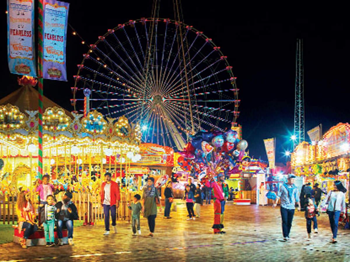 Through the Dubai Shopping Festival, experience an array of entertainment across iconic landmarks like Global Village.