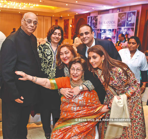 Rajan Nanda, Nitasha Nanda, Nikhil Nanda, Shweta Bachchan-Nanda, Ritu Nanda and Reema Jain at a party in Delhi.