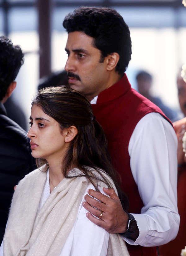 Abhishek Bachchan consoles niece Navya Naveli Nanda.