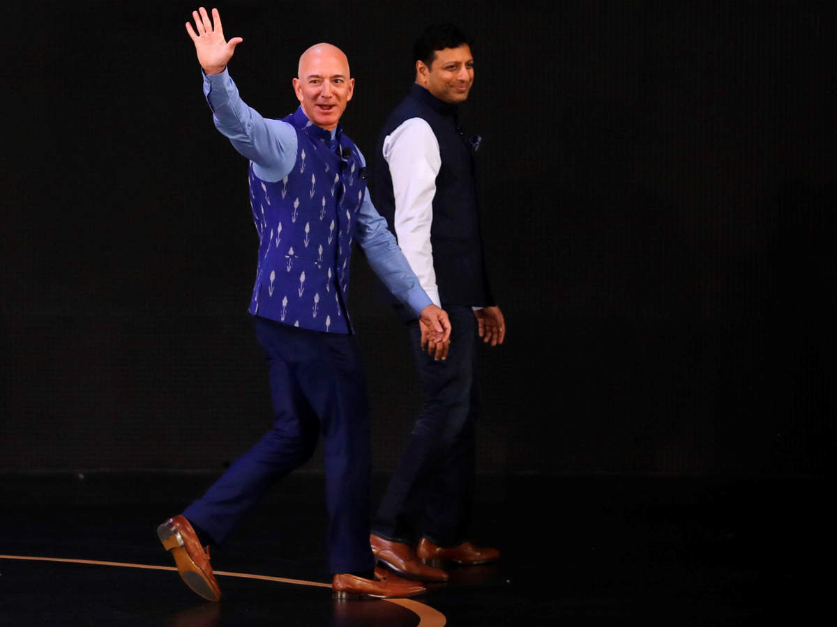 As for his attire, Bezos went desi and donned a vibrant blue-coloured waistcoat and pants, which he later shared was given to him by one of the SMB founders.