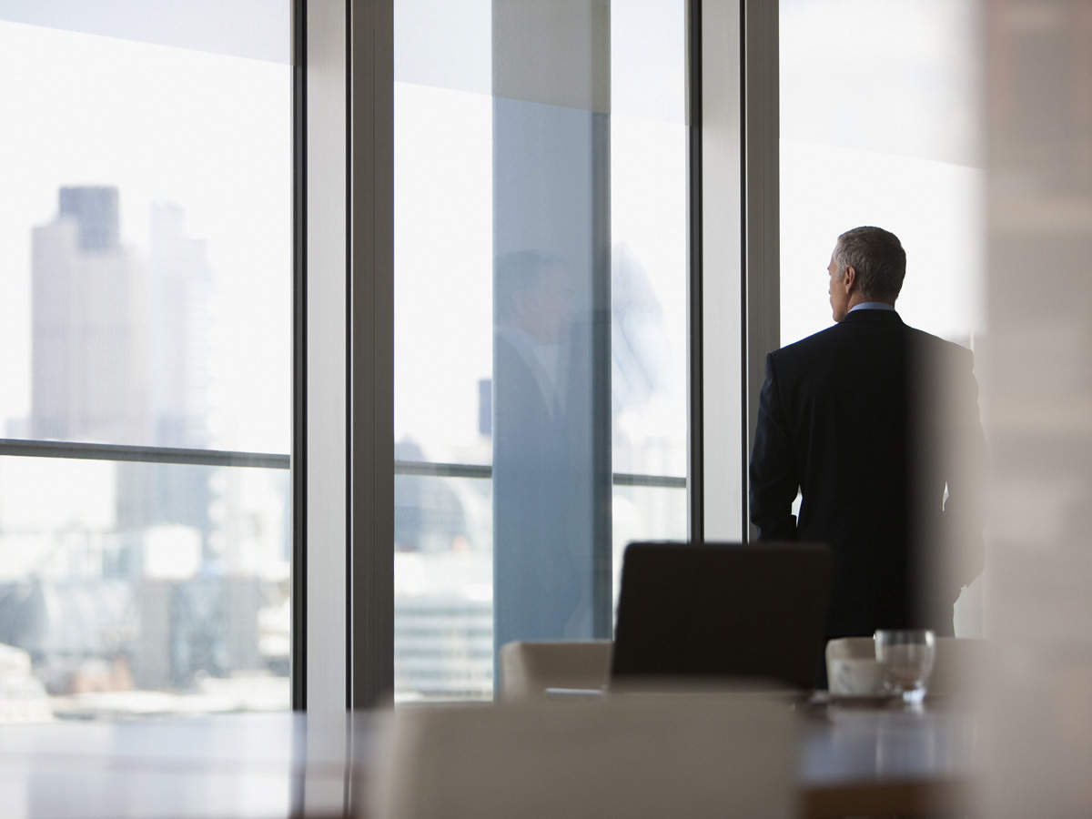 The review also finds that although CEO advice seeking from the executive team and directors has positive effects.