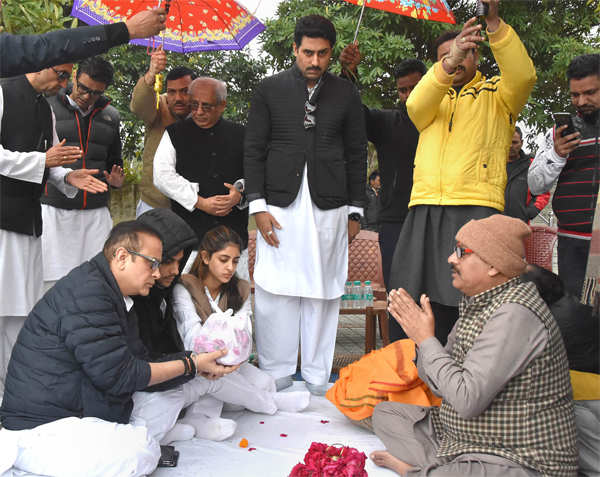 Abhishek Bachchan looks on Nikhil Nanda along with kids Navya and Agstya perform a ritual during immersion of Ritu Nanda's ashes in the Ganga, in Haridwar.