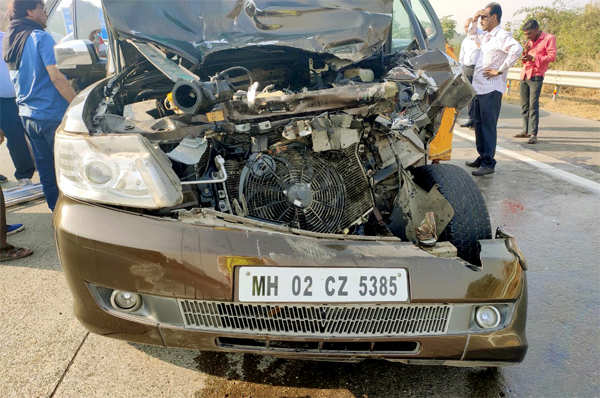 Azmi's car met with an accident on the Mumbai-Pune Expressway.