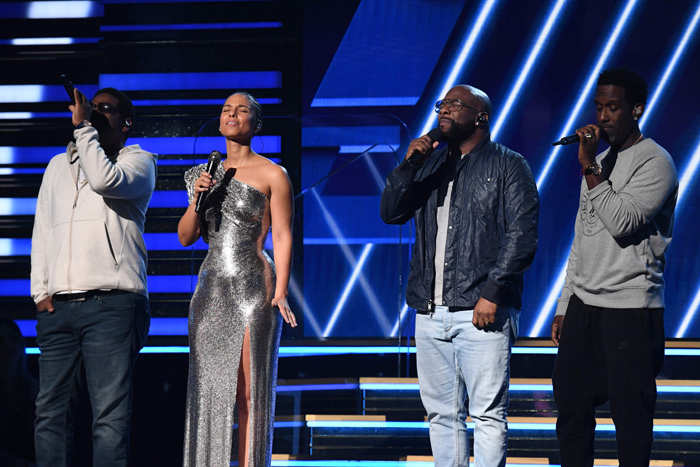 ​Host US singer-songwriter Alicia Keys (2nd L) and Boyz II Men sing in honor of late NBA legend Kobe Bryant during the 62nd Annual Grammy Awards in Los Angeles.​