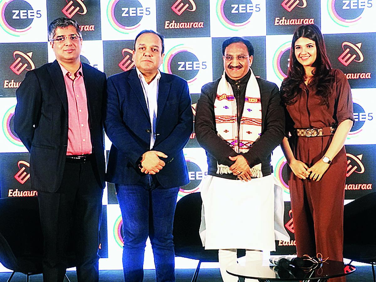 From (L-R) Tarun K, Punit G, Dr Ramesh P and Akanksha C.