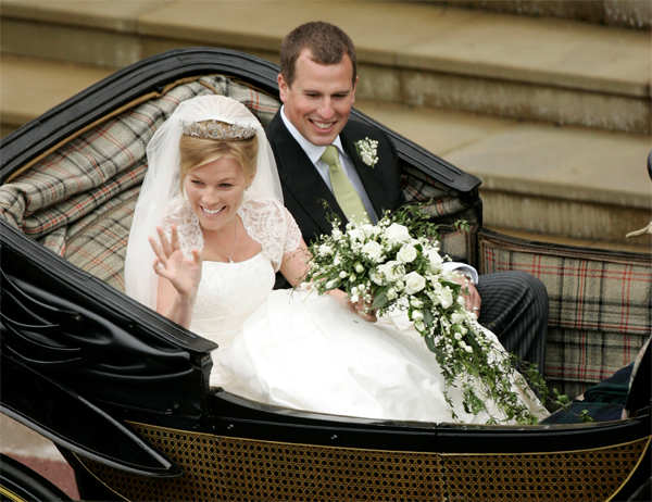 Peter Phillips and Autumn Kelly leave St George's Chapel after their marriage in Windsor, southern England on May 17, 2008.​