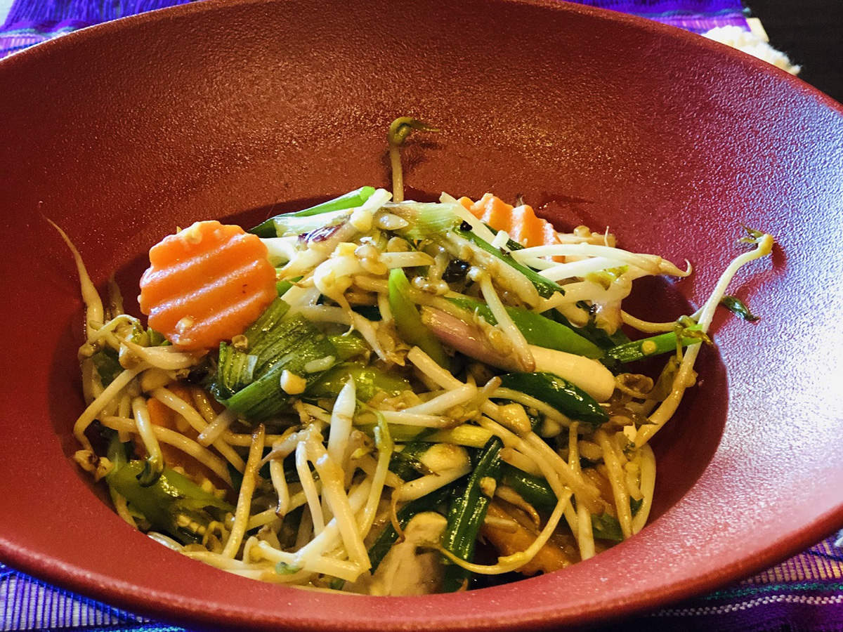 Som-Tum (Raw papaya salad)