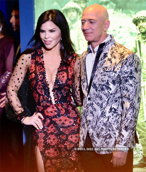 ​The Warner Estate, the Journal reported, features expansive terraces, sprawling gardens, several guest houses, a tennis court and a nine-hole golf course.​ (In Pic: Bezos and girlfriend Lauren Sanchez in Mumbai)