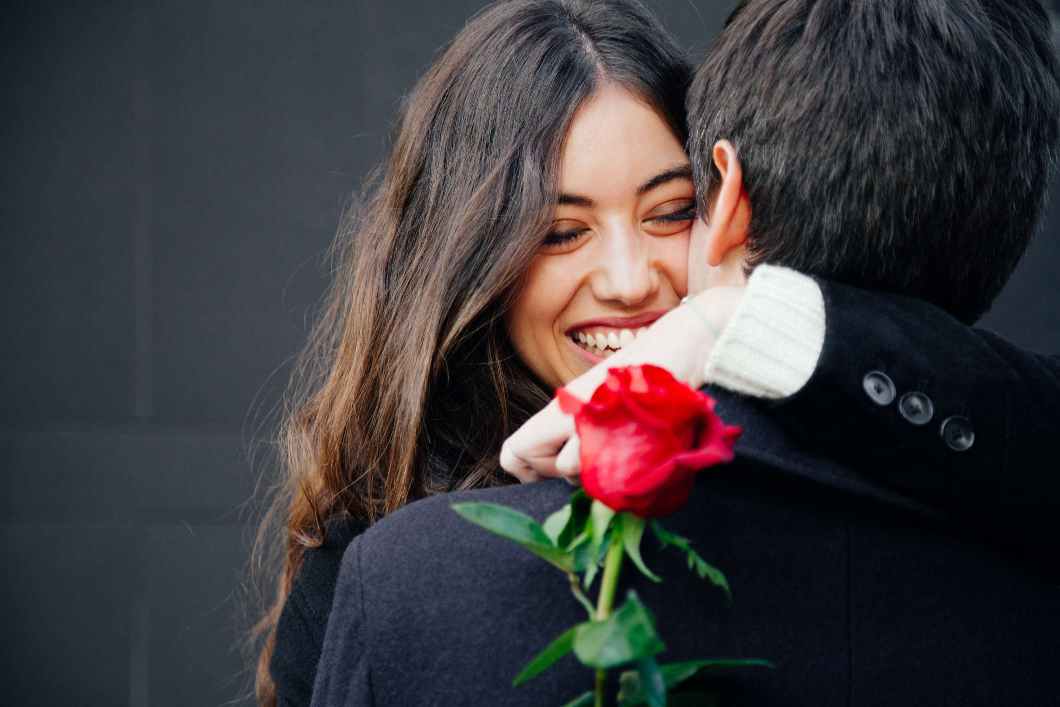 When it came to expressing love, participants also differed on what they thought was a more romantic gesture.
