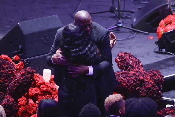 Magic Johnson hugs Pam Bryant, mother of Kobe Bryant, at the memorial for Kobe and his daughter Gianna.