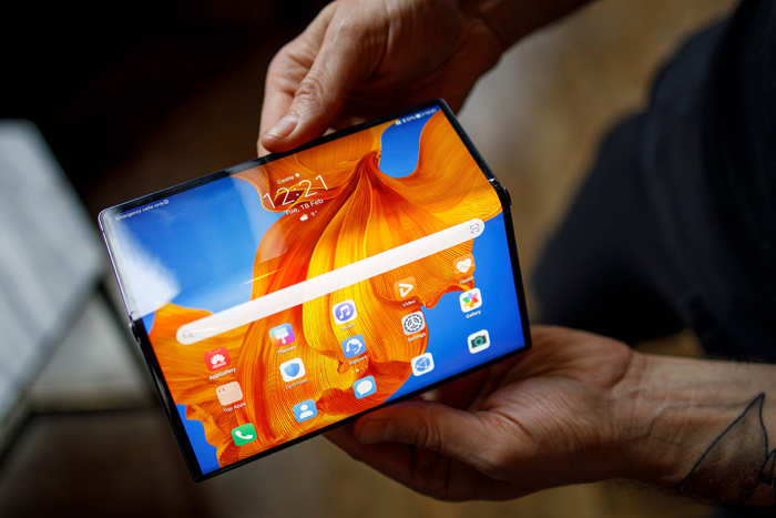 The Mate XS has the same size display as its predecessor