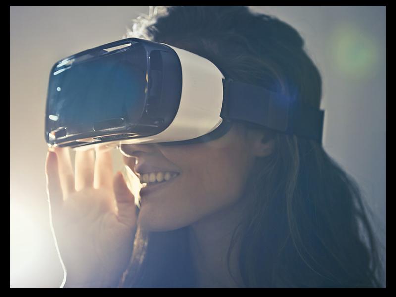 man-wearing-white-virtual-reality-goggles-834949_800