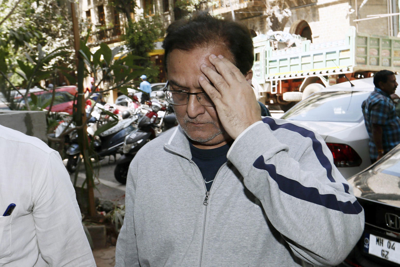 Yes Bank founder Rana Kapoor at the Enforcement Directorate office on Sunday after leaving Sessions Court for alleged money laundering charges in Mumbai.