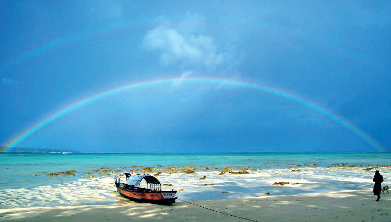 Apart from underwater images, go ahead to shoot fishing boats across the pristine Paradise Beach.