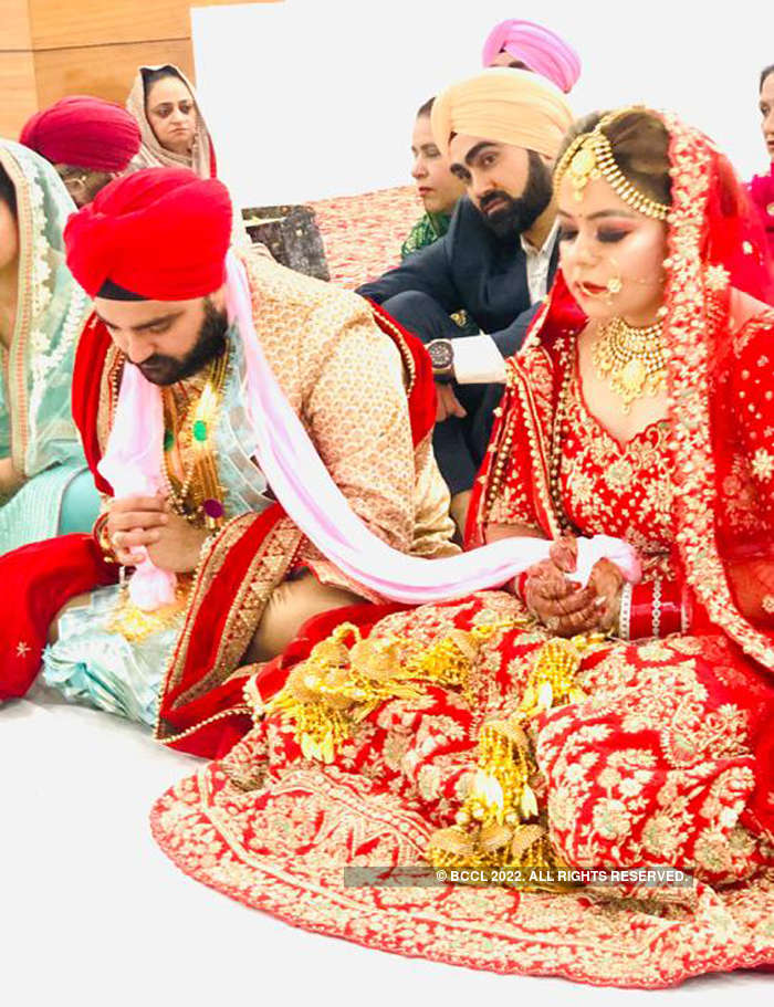 The couple visited the Gurudwara for Anand Karaj on Monday morning at 4:00 am, respecting the time of the Janata Curfew.