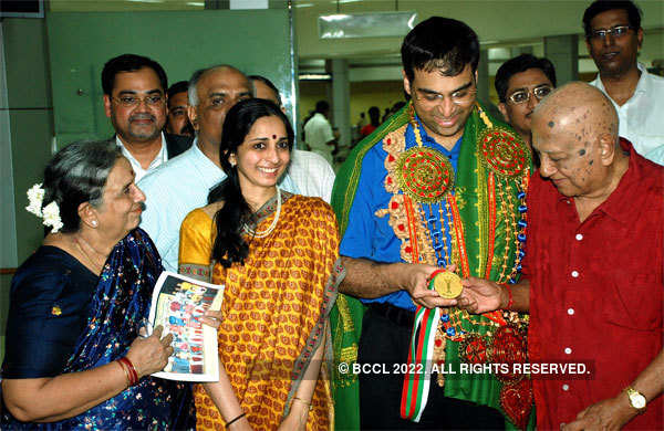 World chess champion Viswanathan Anand with his parents and wife at the Chennai airport.