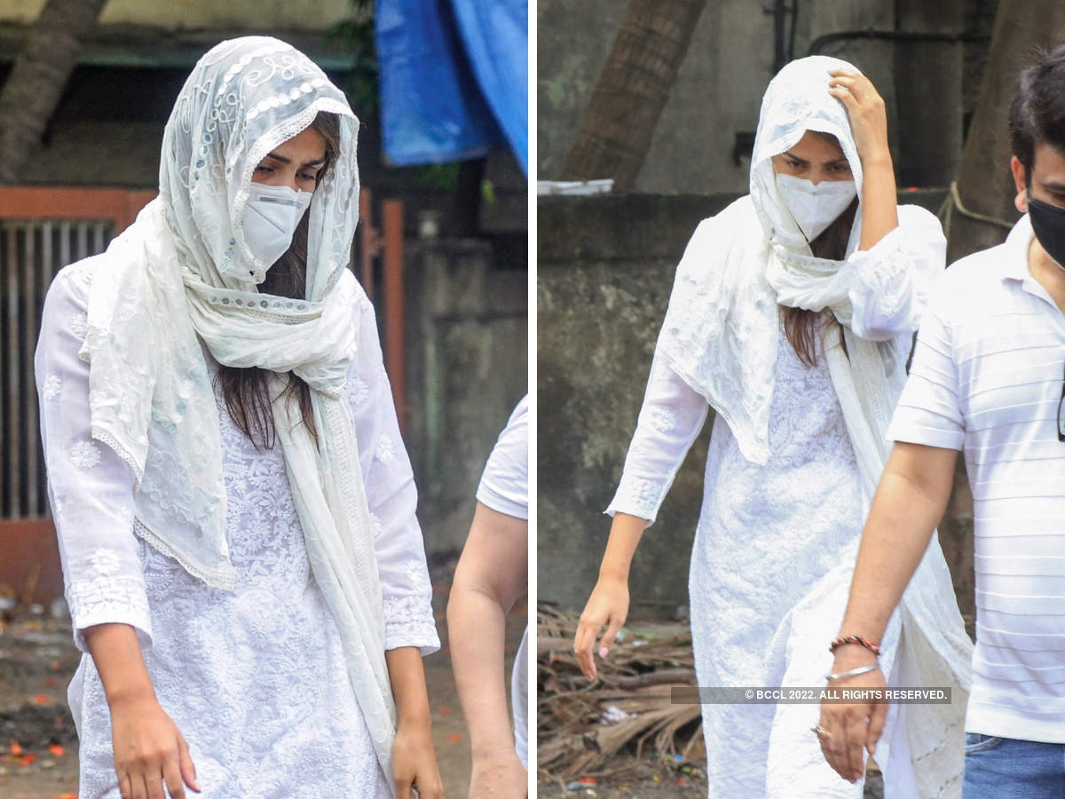 On Monday, ​Rhea Chakraborty attended Sushant Singh Rajput's last rites in Mumbai. ​