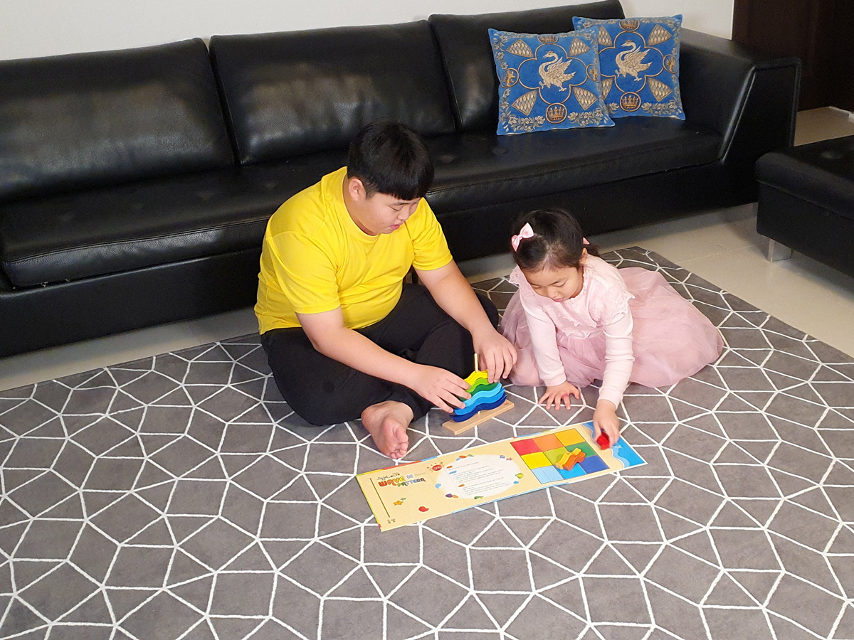 Kwon Joon plays with his younger sister in Jeju, South Korea, February 8, 2021. (Image: Lee Eun-Joo)