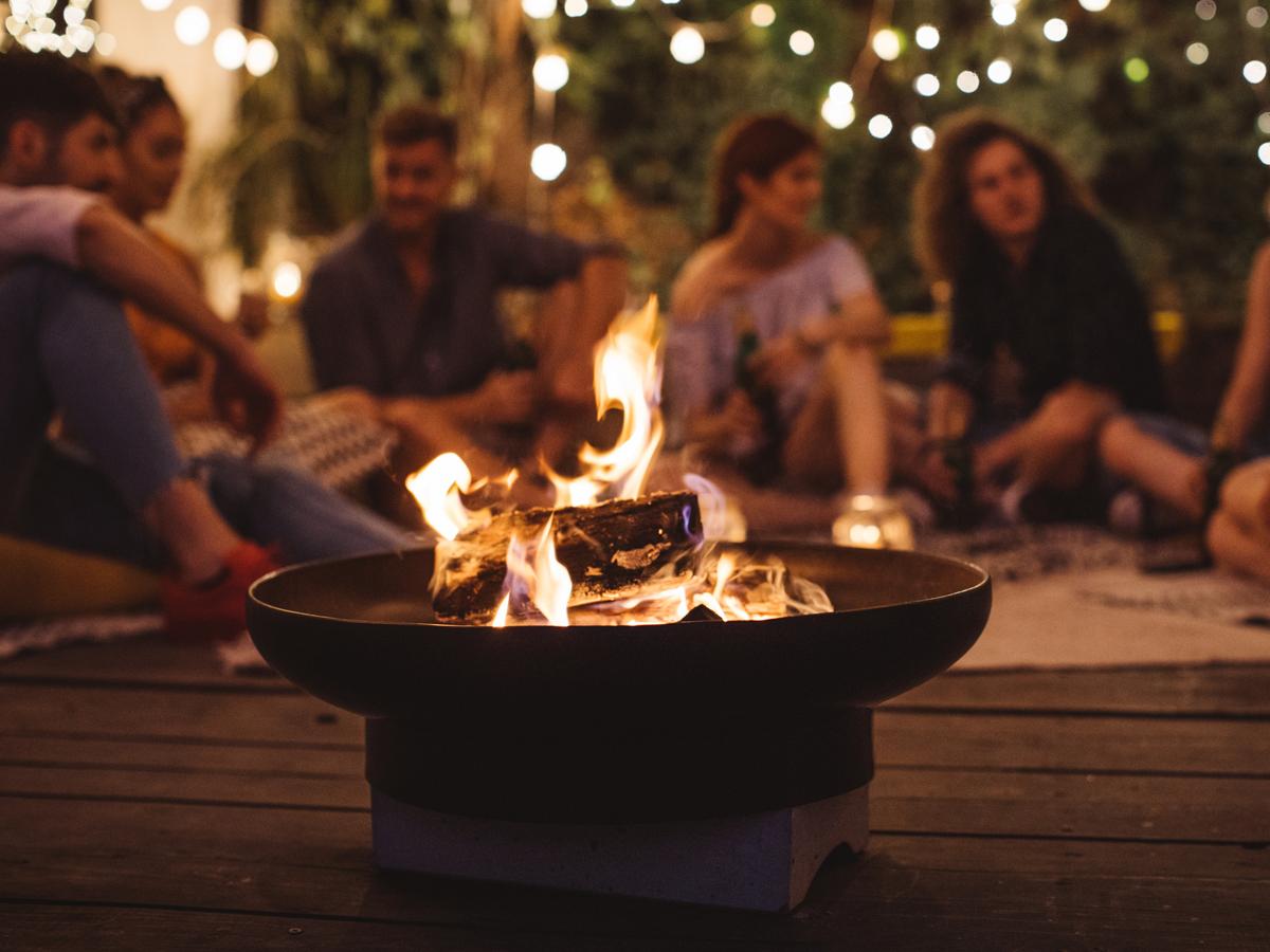 friends-bon-fire_iStock