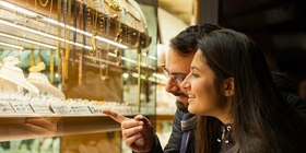Investing in gold funds vs buying gold jewellery: Which is smarter?