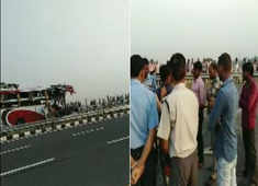 7 dead and 35 injured in a bus-truck crash on Agra-Lucknow expressway