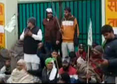 Haryana: Agitating farmers try to disrupt COVID-19 vaccination drive