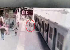 Watch: Passenger falls while boarding train at Dahisar Railway Station in Mumbai