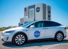 A Tesla Model X transported SpaceX astronauts to the shuttle