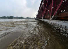 Delhi: Yamuna in spate causes flood of emotions