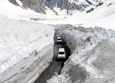 In a first, Zoji-La pass now open for vehicular movements of defence personnel