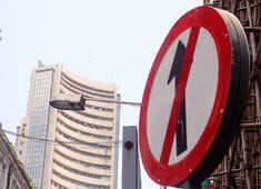 Sensex tanks 400 pts, Nifty holds 15,200; IT, pharma, FMCG stocks drag
