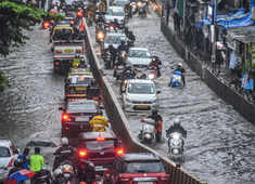 Incessant rains lash Mumbai, several areas waterlogged